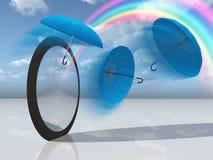 Traumszene mit blauen Regenschirmen und Regenbogen Lizenzfreie Stockfotografie