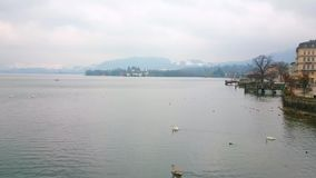 Traunsee sjö i vinter, Gmunden, Österrike lager videofilmer