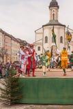 Traunstein/Alemanha/Baviera, o 6 de abril: Dança de espada histórica no Georgirittes em Traunstein na Páscoa segunda-feira Fotografia de Stock Royalty Free