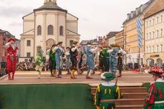 Traunstein/Alemanha/Baviera, o 6 de abril: Dança de espada histórica no Georgirittes em Traunstein na Páscoa segunda-feira Fotografia de Stock