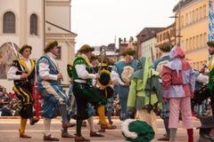 Traunstein, Niemcy, Bavaria/, Kwiecień 06th: Dziejowy kordzika taniec przy Georgirittes w Traunstein na Wielkanocnym Poniedziałku Obraz Stock
