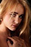 Traurige blonde Frau Lizenzfreie Stockbilder