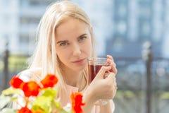 Traurige blonde Frau Stockbilder