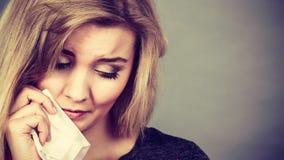 Traurige, deprimierte Frau, die Krise habend schreit Stockbilder