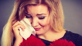 Traurige, deprimierte Frau, die Krise habend schreit Stockbild