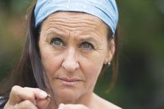 Traurige durchdachte deprimierte Frau des Porträts Stockfoto