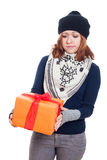 Traurige Frau mit Geschenk Lizenzfreie Stockbilder