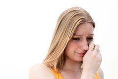 Traurige Frau mit Geweben lizenzfreie stockbilder