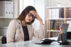 Traurige Geschäftsfrau In Office Stockfotografie