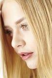 Traurige junge blonde Frau Stockfotos