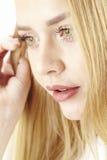 Traurige junge blonde Frau Lizenzfreie Stockbilder