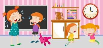 Traurige Kinder, die im Klassenzimmer schreien Lizenzfreie Stockfotos