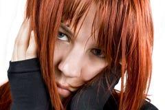 Traurige Mädchenholding ihr Kopf Lizenzfreie Stockbilder