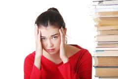 Traurige Studentin mit Lernbehinderungen stockbild