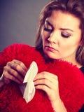 Traurige, untröstliche Frau, die Krise habend schreit Lizenzfreies Stockbild