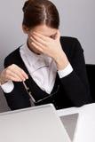 Trauriger Büroangestellter Stockfoto
