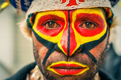 Trauriger Blick des Mannes in Papua-Neu-Guinea Stockfotos
