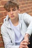 Trauriger deprimierter Jungen-männliches Kinderjugendlich-tragender Kapuzenpulli Lizenzfreies Stockbild
