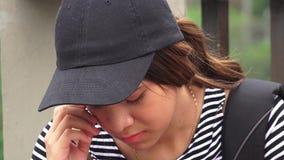 Trauriger einsamer deprimierter weiblicher jugendlich Student Stockfotografie