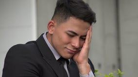 Trauriger hübscher erwachsener hispanischer Mann stock video