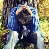 Trauriger Jugendlicher im Freien Stockbilder