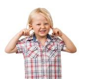 Trauriger Junge, der seine Ohren blockt Stockbilder