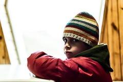 Trauriger Junge einsam und verlassen Stockfotografie