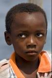 trauriger kleiner Junge in Sansibar Stockbild