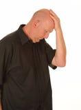 Trauriger Mann mit der Hand auf Kopf Stockfotos