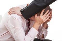 Trauriger Mann und sein hilfreicher Freund lizenzfreie stockfotografie