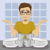 Trauriger Mann wirft oben seine Hände wegen des schmutzigen Tellerstapels, der oben sich waschen benötigt lizenzfreie abbildung