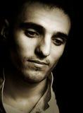 Trauriger melancholic Mann in der Weinleseart lizenzfreies stockbild