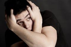 Trauriger und besorgter Junge stockfoto