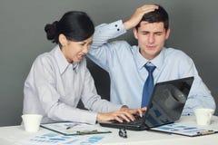 Trauriger und deprimierter Geschäftsmann und Frau Lizenzfreie Stockbilder