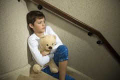 Trauriger und deprimierter Junge Stockbilder