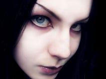 Trauriger und grausamer Blick