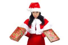 Trauriger Weihnachtsmann mit geöffnetem Geschenkkasten Stockfotos
