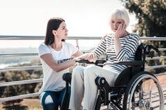 Trauriges älteres Frauenschreien Lizenzfreies Stockbild