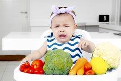 Trauriges Baby mit einem Schellfischgesicht Stockfotografie