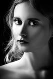 Trauriges blondes Mädchenporträt Stockbilder