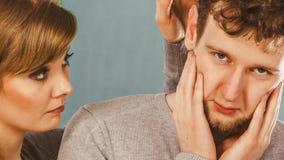 Trauriges deprimiertes Paarporträt Stockbild