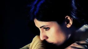 Trauriges Frauenschreien hoffnungslos stock video footage