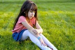 Trauriges kleines Mädchen. Lizenzfreies Stockfoto