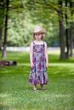 Trauriges kleines Mädchen im Cowboy Hat Lizenzfreie Stockfotografie