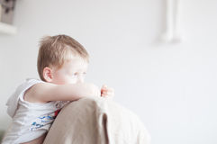 Trauriges Little Boy Lizenzfreie Stockbilder