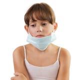Trauriges Mädchen in einer medizinischen Maske Stockfotos