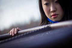 Trauriges Mädchen im Mantel lizenzfreies stockbild