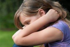 Trauriges niedergeschlagenes Mädchen Stockfoto