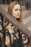 Trauriges schönes Gesicht der Frau Stockfotografie