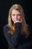 Trauriges Schreien des blonden Haares des jungen Mädchens Lizenzfreie Stockbilder